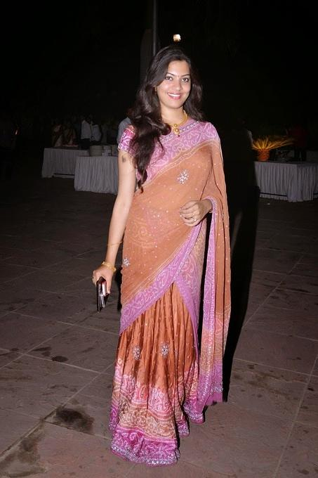 Gorgeous indian bhabhi in saree 02