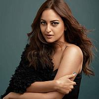 Smashing-Hot-Sonakshi-Sinha-3