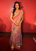 sonakshi-sinha-in-pink-saree-0