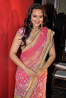 sonakshi-sinha-in-pink-saree-1