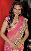 sonakshi-sinha-in-pink-saree-2