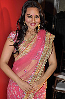 sonakshi-sinha-in-pink-saree-3