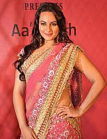 sonakshi-sinha-in-pink-saree-4