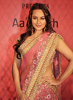 sonakshi-sinha-in-pink-saree-5