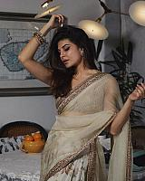 Jacqueline-fernandez-stunning-in-traditional-dress-2