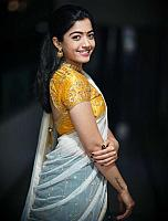 Beautiful-desi-lady-in-traditional-dress-25