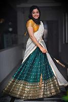 Beautiful-desi-lady-in-traditional-dress-27