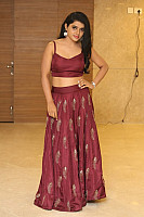sumaya-choco-navel-show-in-red-blouse-32