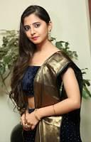beautiful-desi-bhabhi-in-saree-2