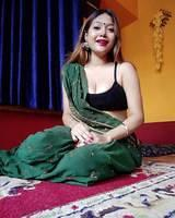 beautiful-desi-bhabhi-in-saree-33