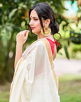 gorgeous-desi-model-saree-photoshoot-in-winter-136