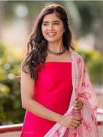 amritha-aiyer-beautiful-in-pink-salwar-10