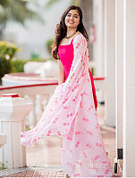 amritha-aiyer-beautiful-in-pink-salwar-11