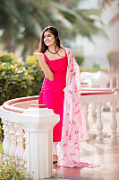 amritha-aiyer-beautiful-in-pink-salwar-6