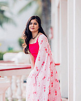 amritha-aiyer-beautiful-in-pink-salwar-8