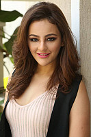 seerat-kapoor-photo-in-pink-6