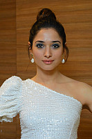 tamannaah-bhatia-stunning-in-strapless-dress-25