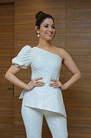 tamannaah-bhatia-stunning-in-strapless-dress-30