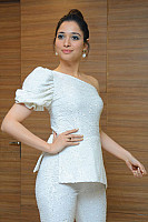 tamannaah-bhatia-stunning-in-strapless-dress-32