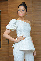 tamannaah-bhatia-stunning-in-strapless-dress-33