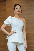 tamannaah-bhatia-stunning-in-strapless-dress-34