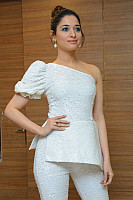 tamannaah-bhatia-stunning-in-strapless-dress-35