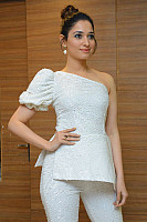 tamannaah-bhatia-stunning-in-strapless-dress-36
