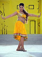 Ester-Noronha-hottie-in-yellow-dress-14