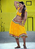 Ester-Noronha-hottie-in-yellow-dress-4