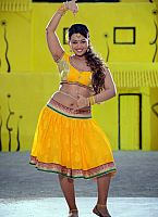 Ester-Noronha-hottie-in-yellow-dress-5