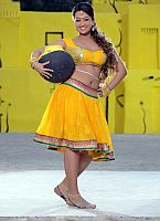 Ester-Noronha-hottie-in-yellow-dress-6