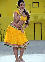 Ester-Noronha-hottie-in-yellow-dress-7
