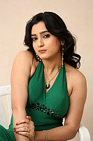 Haseen-Mastan-Mirza-beauty-in-green-23