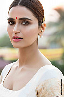 meenakshi-dixit-latest-hot-look-2