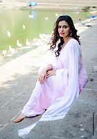 meenakshi-dixit-latest-hot-look-8