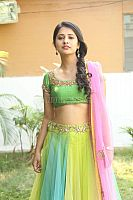 Nikita-Bisht-hot-navel-40