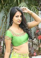 Nikita-Bisht-hot-navel-48