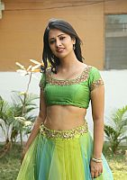 Nikita-Bisht-hot-navel-54