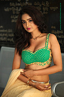 nikitha-pawar-hot-figure-in-choli-18