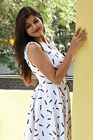 Shalu-Soni-gorgeous-in-white-dress-15