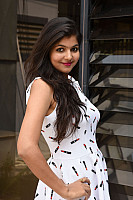 Shalu-Soni-gorgeous-in-white-dress-16