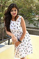 Shalu-Soni-gorgeous-in-white-dress-20