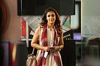 New-Stills-of-Nayanthara-from-Airaa-2