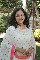 nithya-menon-smiling-photo-in-white-2