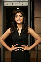 rashmika-mandana-in-dark-green-outfit-2