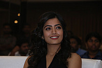 rashmika-mandana-in-dark-green-outfit-3