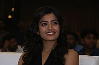rashmika-mandana-in-dark-green-outfit-4