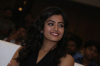 rashmika-mandana-in-dark-green-outfit-5