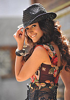 ileana-navel-photo-in-black-10