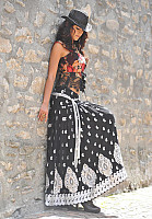 ileana-navel-photo-in-black-2